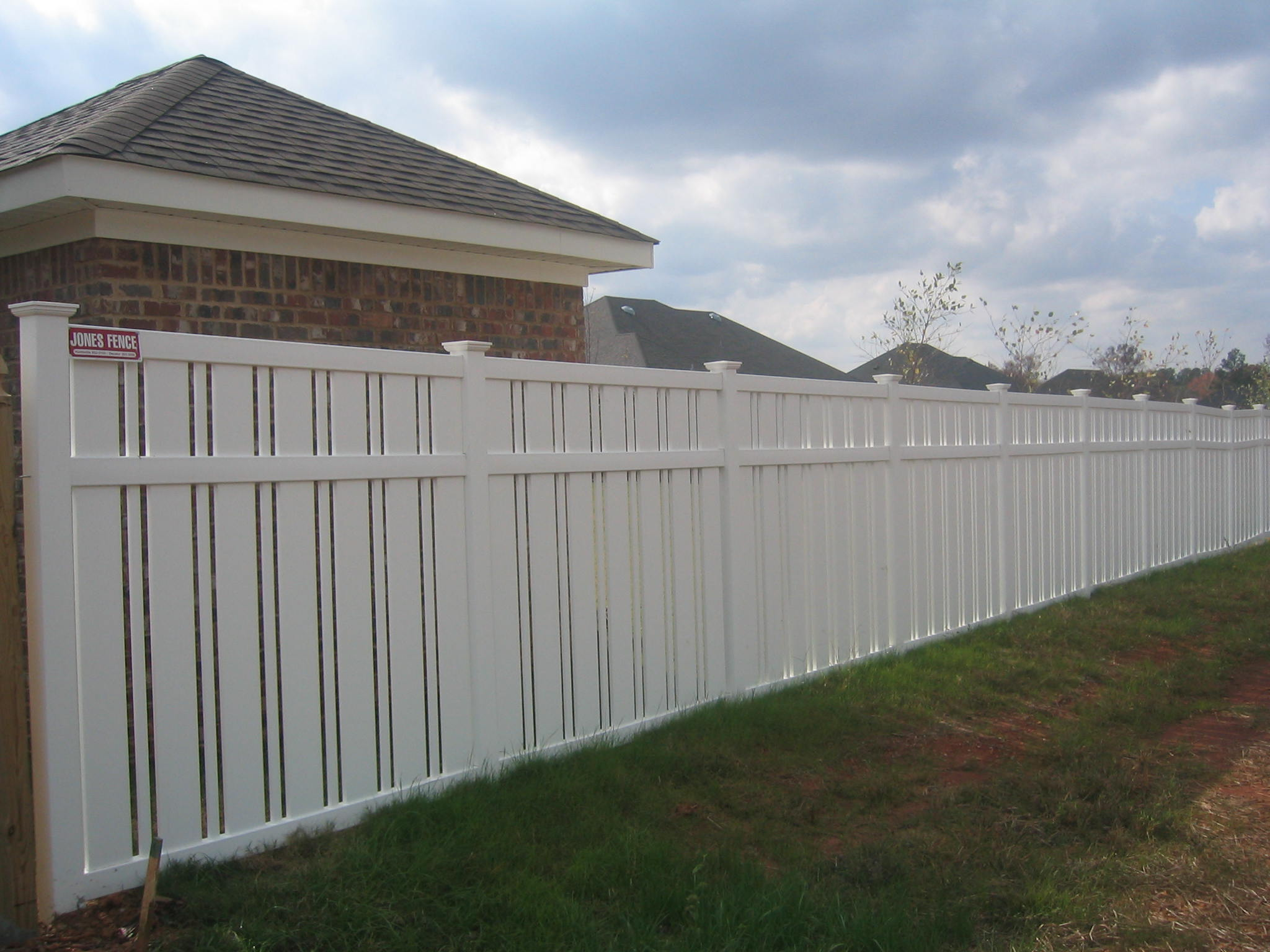 Jones Fence Enterprises Residential Vinyl Fence